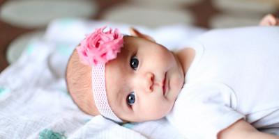 Rekomendasi 10 Nama Bayi Perempuan Bermakna Bahagia