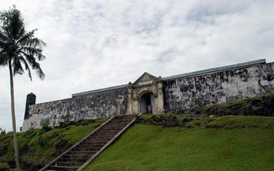 Menikmati Keindahan Alam dan Sejarah di Pulau Saparua Maluku