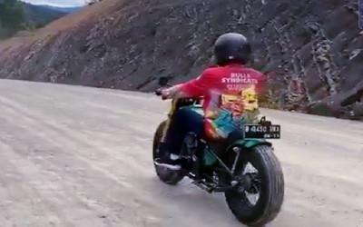 Jokowi Naik Motor Chopper Jajal Jalan Perbatasan Nunukan-Malaysia
