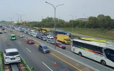 Jelang Libur Nataru, Tol Jakarta-Cikampek Mulai Padat