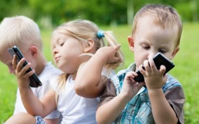 Begini Cara Atasi Anak Saat Merengek Bermain dengan Gadget