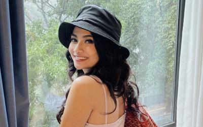 Vanessa Angel yang Makan Pisang, Kita yang Jadi Ngilu