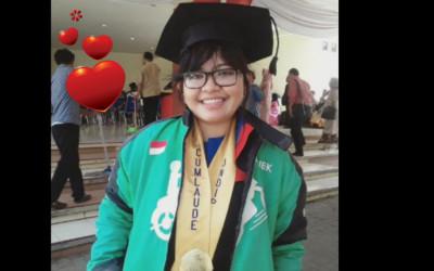 Viral, Driver Ojol Cantik Lulus Cum Laude di UNDIP Semarang