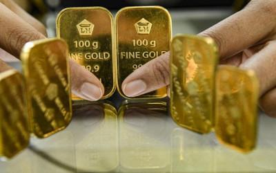 Harga Emas Antam Amblas, Analis Komoditas Beberkan Prediksinya