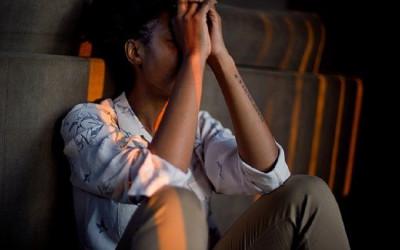 Apa Benar Perempuan Lebih Gampang Depresi? Ini Kata Psikolog
