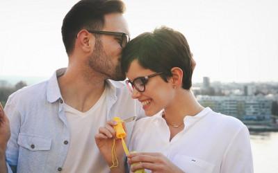Bukan dengan Seikat Kembang, ini Cara Bikin Cinta Sekeras Karang