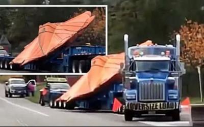 Wow! Sebuah Pesawat Makhluk Asing Tampak Diangkut oleh Truk di AS