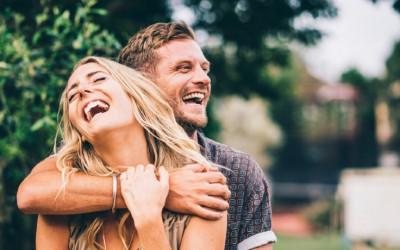 Terlalu Nyaman Bersama, 4 Zodiak Mudah Jatuh Cinta dengan Sahabat