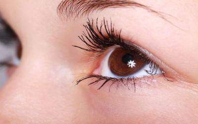 Makin Cantik, Nih Cara Ampuh Lentikkan Bulu Mata Secara Alami