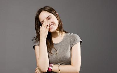 Catat! Tertawa Dapat Menjadi Terapi Patah Hati