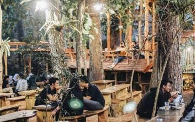 372 Kopi Dago Pakar, Ngopi Serasa di Tengah Hutan