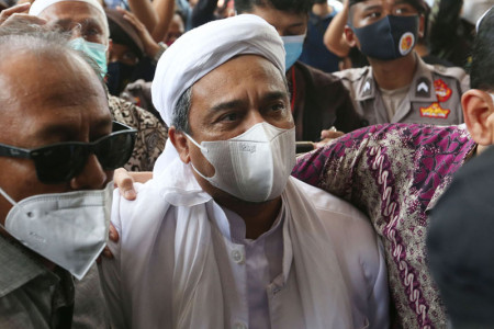 Habib Rizieq Dituntut 2 Tahun, Baru Permulaan, Masih Panjang!