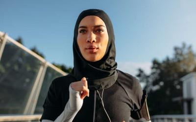 Jangan Asal, 3 Tips Memilih Pakaian Olahraga Bagi Wanita Berhijab
