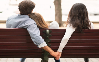 Wajib Dicoba, 4 Cara Tikung Pacar Teman dengan Mulus