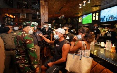 Lagi Ajep-ajep, Pengunjung di Tempat DugemDibubarkan Petugas