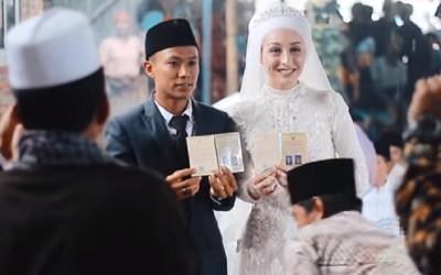 Viral! Pria Lombok Nikahi Bule Cantik, Maskawin Cerek dan Cobek