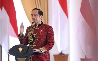 Makna Busana Cheongsam yang Dikenakan Jokowi Saat Perayaan Imlek