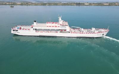 Prabowo Luncurkan Kapal Perang Pengangkut Tank
