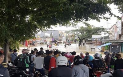 Kompleks Ciledug Indah 1 Meter, Warga Mulai Mengungsi