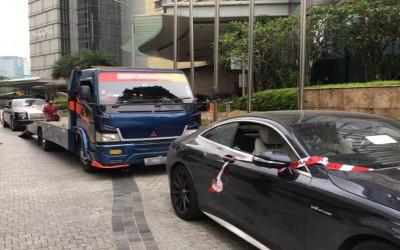 Gedung Kejagung Jadi Dealer Mobil Mewah Milik Koruptor