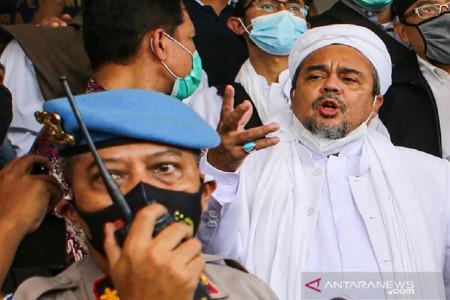 Pengamat Top Bilang Koruptor Lebih Bahaya dari Habib Rizieq