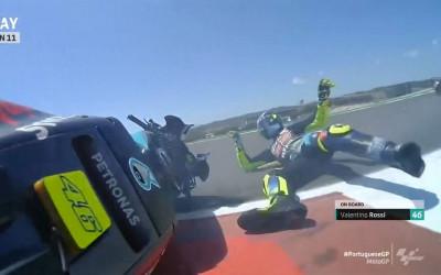 Detik-detik Valentino Rossi Terjatuh di MotoGP Portugal, Ngilu!