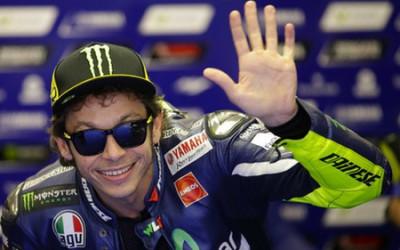 Sadis, Adik Tiri Sebut Rossi Tak Becus Jadi Manajer Tim MotoGP