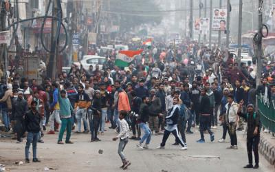 Situasi Makin Panas, Petani India Blokade Jalan Raya Nasional