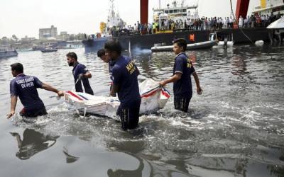 Kapal Bangladesh Ambrol, 26 Mayat Bergelimpangan, Dunia Gemetar