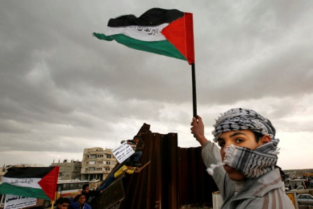 Ironi, Penderitaan Warga Palestina, Mereka Butuh Bantuan Dunia