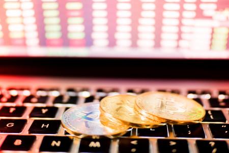 Jam Pasar Kripto, Saham, Emas: Bitcoin Cs Tak Libur Sedetik Pun