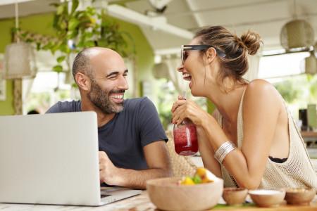 7 Strategi Cewek Menangi Hati Pria, Nomor 4 Kelewat Lebay