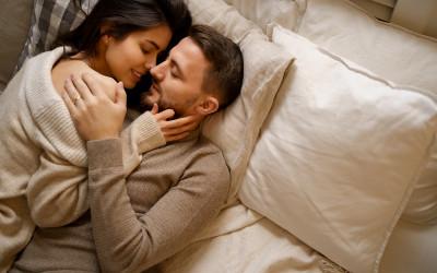 Oleskan Ramuan Ini Setiap Mau Tidur, Suami Makin Sayang