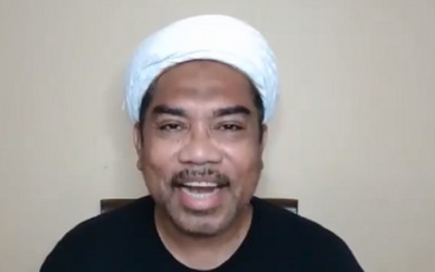 Kritikan Puan Menggelegar, Ali Ngabalin Pasang Badan Bela Jokowi