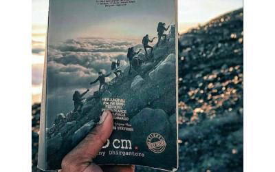 Novel 5 Cm, Kisah Seru Pendakian Puncak Tertinggi di Jawa