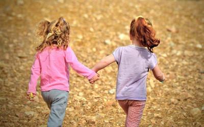Ini 3 Manfaat yang Didapat Jika Anak Main dengan Teman Sebaya