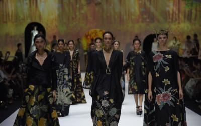Dedikasi Tinggi, 6 Desainer Sukses Bawa Batik Go International