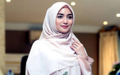Sederhana dan Kalem, Gaya Hijab Favorit Citra Kirana
