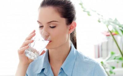 Selalu Disepelekan, Ternyata Ini Kesalahan Saat Minum Air Putih