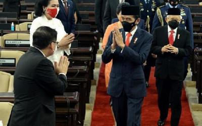 Jokowi Bakal Reshuffle Kabinet Rabu Pon, Yusril Ihza Mahendra...