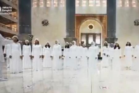 Heboh Paduan Suara Bernyanyi di Dalam Masjid Istiqlal, JYC: Maaf