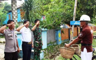 Terharu! Prajurit TNI, Polisi dan Sekuriti Hormat ke Penjual Ikan