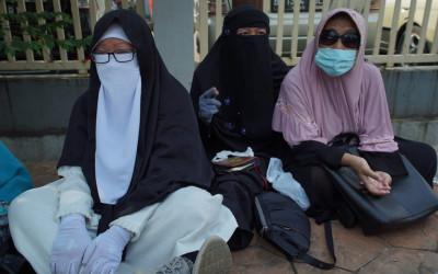 Datangi Sidang Rizieq, Ibu Simpatisan: Lillahi Ta'ala Habib Bebas
