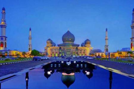 4 Masjid Besar dengan Fasilitas Mentereng di Indonesia, Cek!