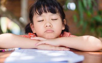 3 Trik Menghadapi Kebiasaan Anak yang Suka Menunda Tugas