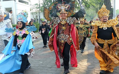 Solo Batik Carnival, Ganjar Pranowo Pakai Kostum Ala Timor Leste