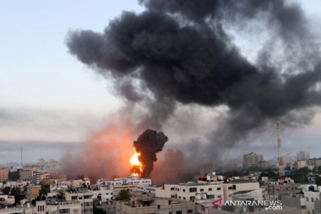 Jalur Gaza Dibom, Warga Irak Bakar Bendera Israel dan AS