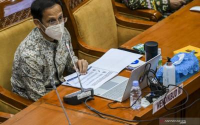 Mantan Ketua Mahkamah Konstitusi Bakal Ambil Alih Posisi Nadiem