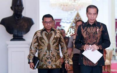 Tegas! Pengamat Top Minta Jokowi Singkirkan Moeldoko dari Istana
