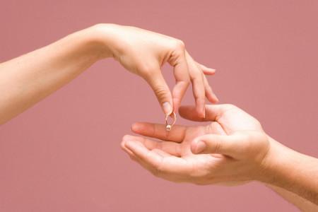 Jangan Sedih! Ini 4 Cara Cepat Move On Ditinggal Mantan Menikah
